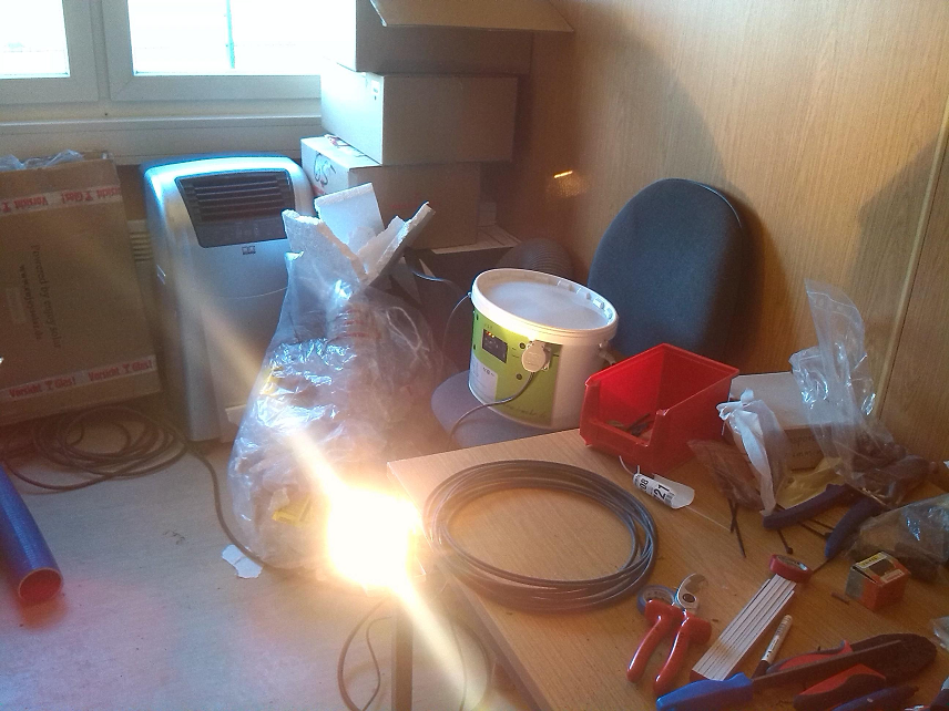 Zur Beleuchtung des baustellencontainers oder zum Betrieb von Computer. / To power the light in the construction trailer or to power your computer...