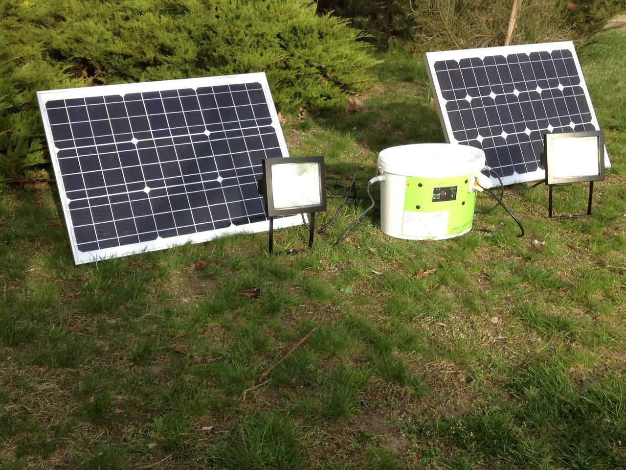 Mit den beiden Solarpanelen können sie auch am Tage dunkle Baustellen erhellen... / While using the solar cells you can illuminate also on cloudly days work site...