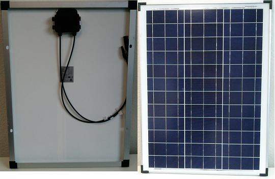 Solarpanele kleiner Bauart und hoher Leistung, mit durchdachten Details wie mit Kunststoff entschärfte Ecken des Moduls machen den Umgang einfach und sicher. / Small but powerfull solarcells with smart details increase the usability
