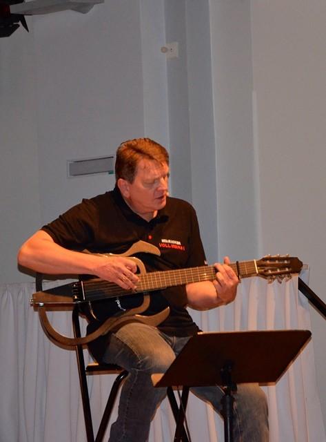 """... selbst """"eingemachtes"""" .... auf der Gitarre."""