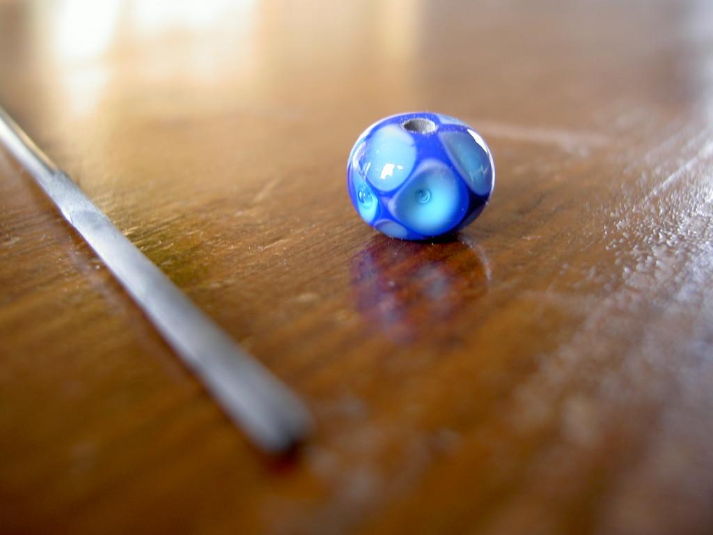 Die Perle wird vom Dorn gelöst.