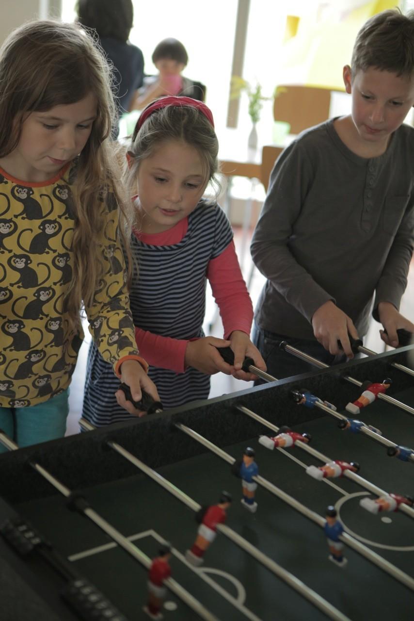 Klara, Emily und Lennard bei den Ferienspielen. Foto: Nina Strugalla