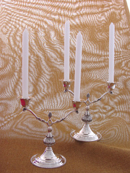 CANDELABROS ANTIQUE CINCELADOS