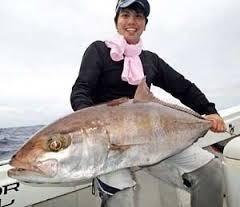 12月1日、伊平屋沖で17キロのカンパチを釣った上原さん