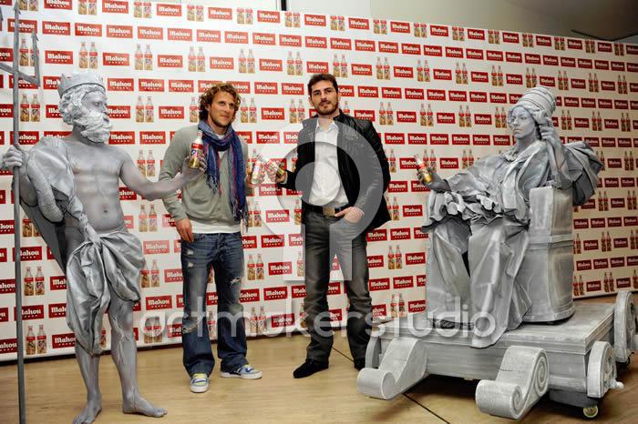 Esculturas vivientes en Rueda de Prensa con Iker Casillas y Forlán