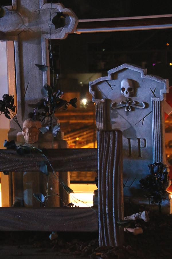 Set de escenografía: cementerio de noche
