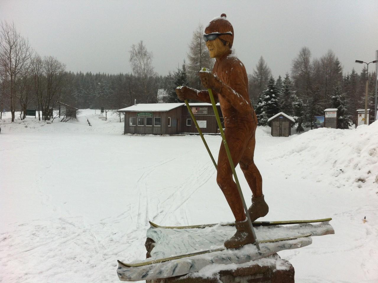Im Skistadion mit Skihütte