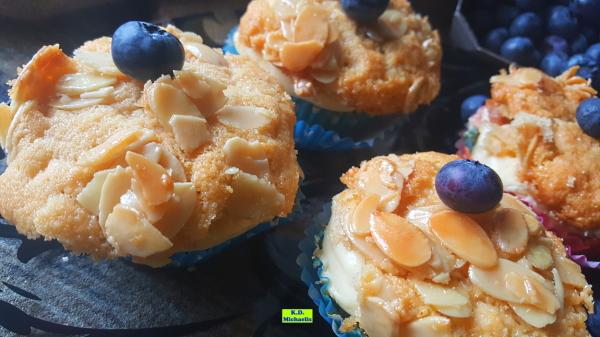 Dinkel-Dreams 3: Bienenstich-Muffins mit Vanille-Buttercreme