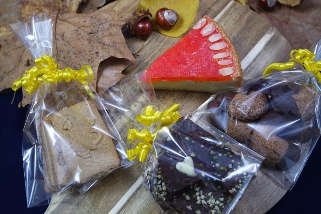 Selbstgemachte Mandarinen-Schmand-Torte, Spekulatius, Brownies und Nougatkipferl von K.D. Michaelis