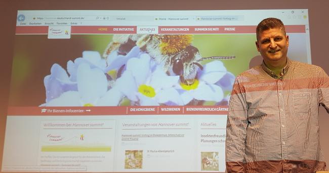 Referent Imkermeister Hartmut Münch von Hannover summt!. Vortrag Wie das Bienensterben noch gestoppt werden kann am 05.02.2020 im Ihmezentrum Hannover