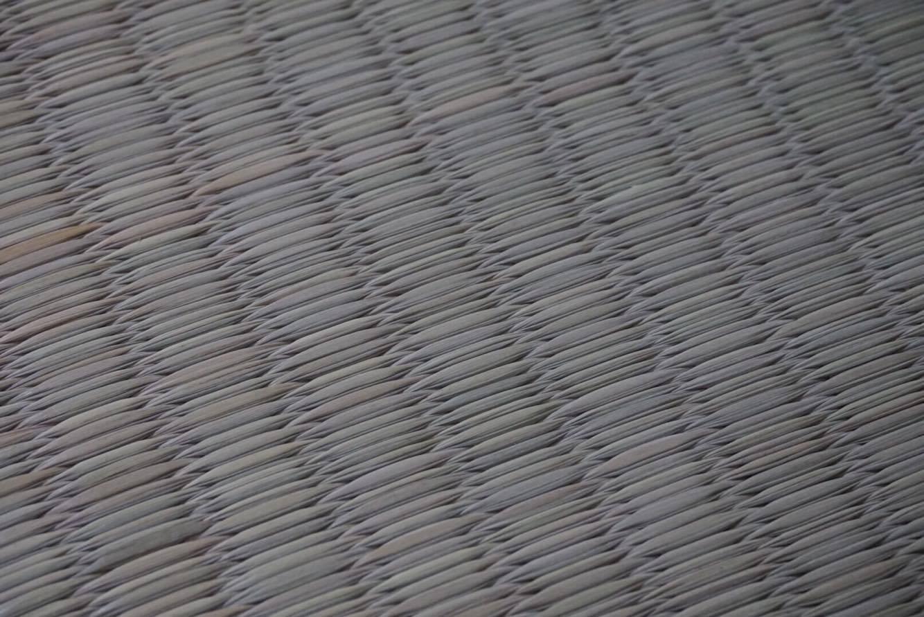 1本1本が顔を出すよう織られた畳表
