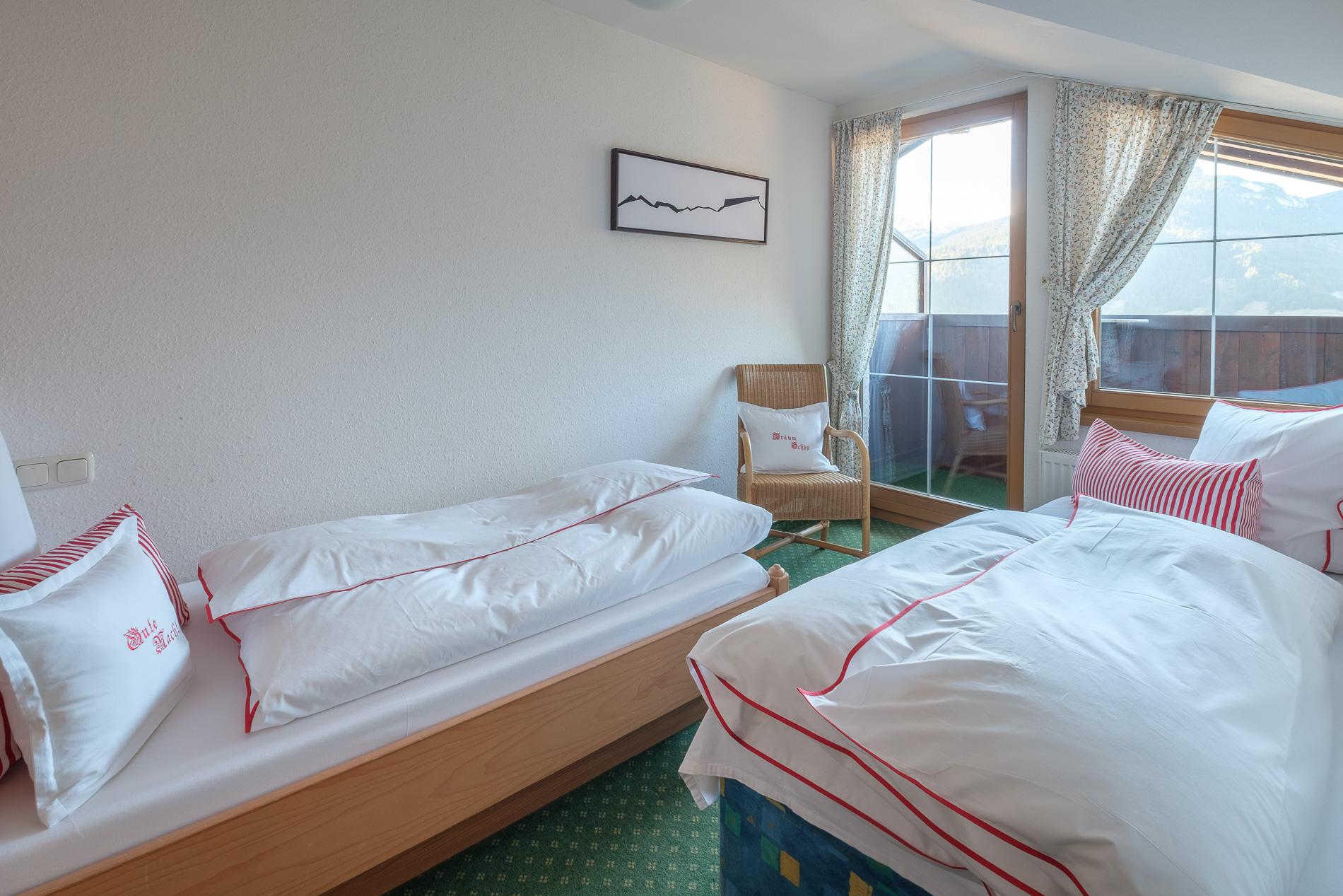 Zweites separates Schlafzimmer mit Loggia.