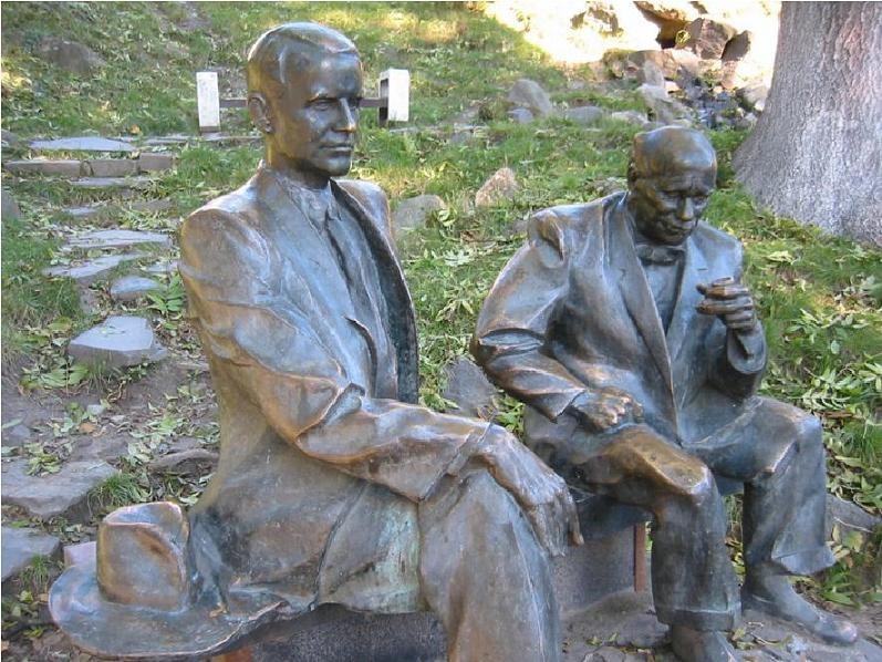 Памятник двум художникам, Бокшаю и Ердели