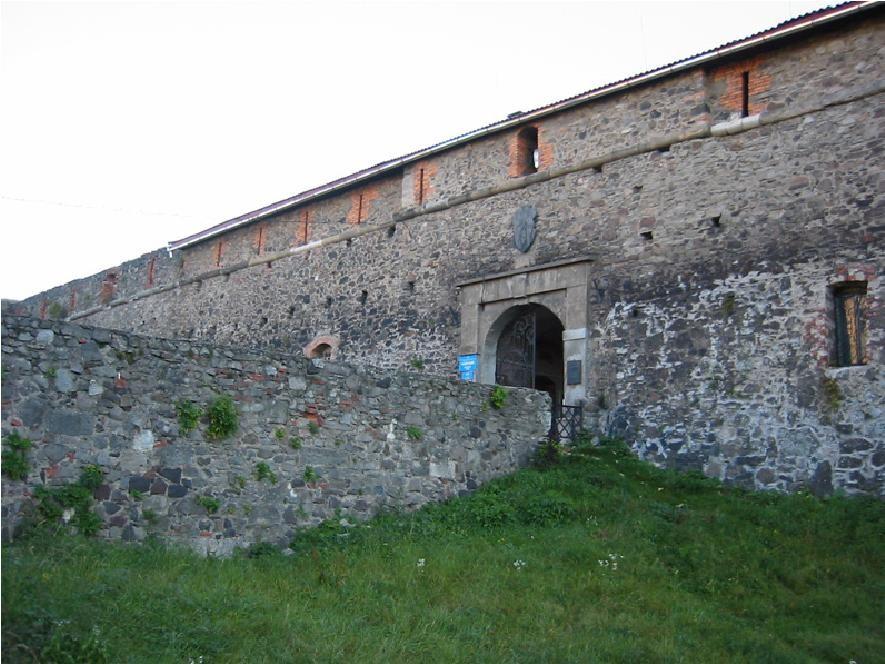 Вход в Ужгородский замок
