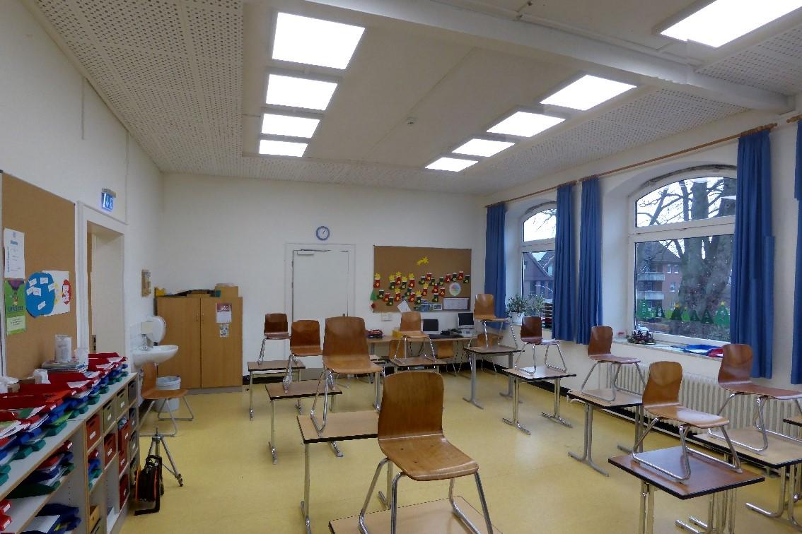 """Klassenraum 17 """"vorher"""", also ohne Schallabsorber"""