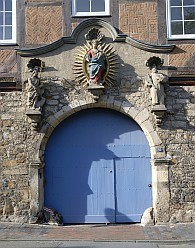 Das ehemalige Tor der Kartause, mit Maria der Gottesmutter, Johannes dem Täufer und dem hlg. Bruno von Köln