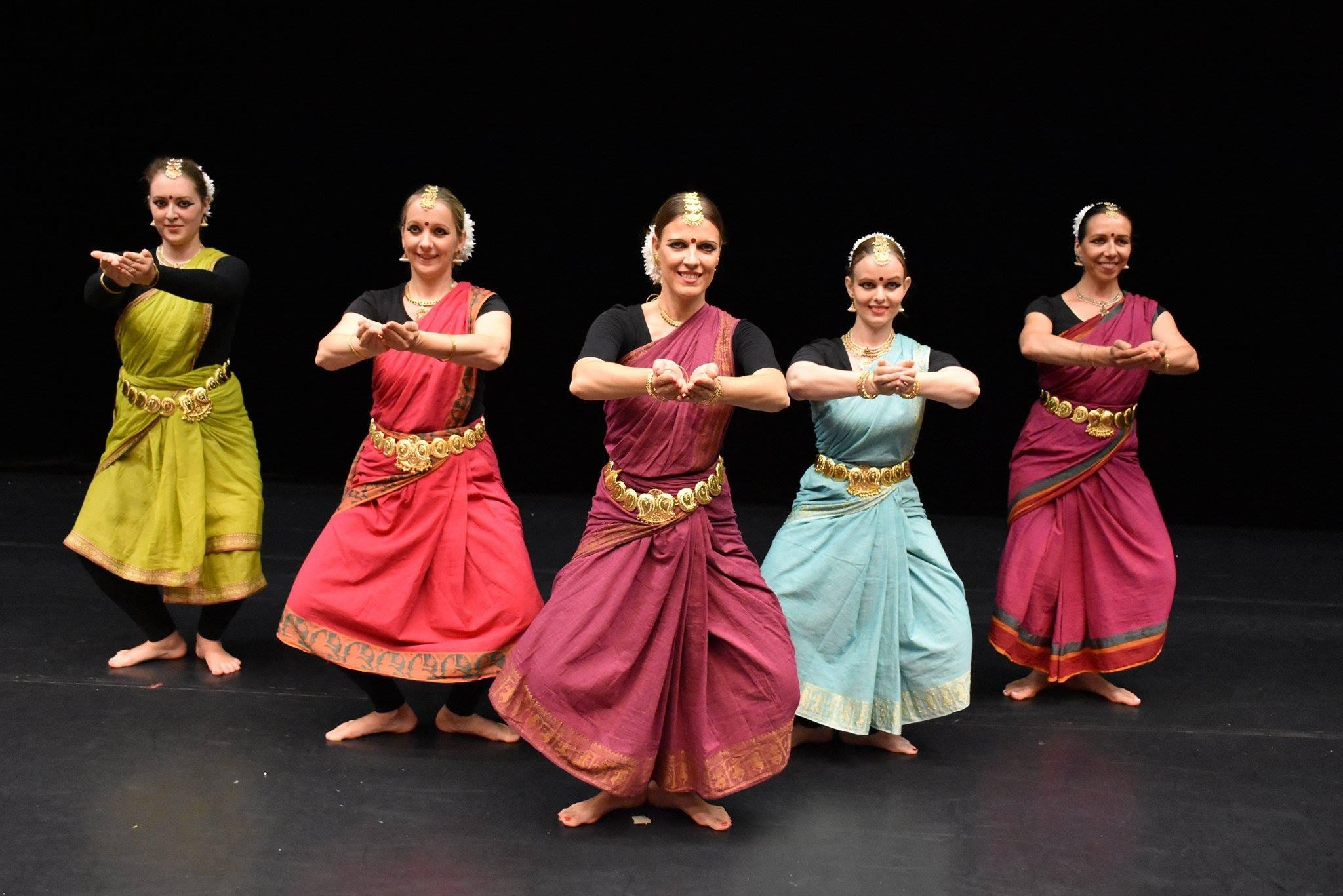 Bollywood Musical UDAAN - im Bharatanatyam Tanzteam von Brigitta Hegedüs