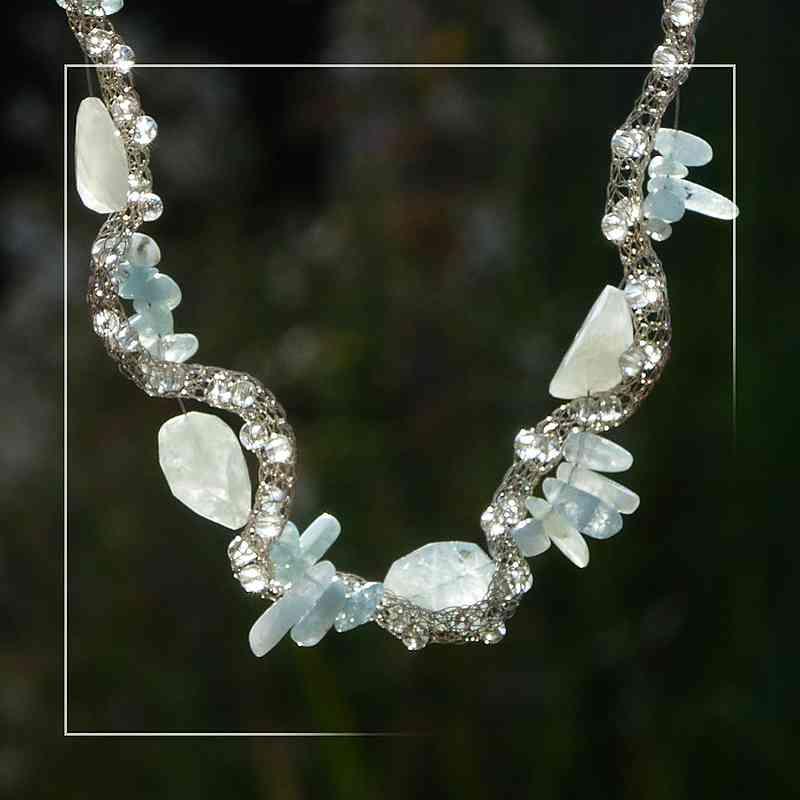 handgestrickte Silberkette mit Aquamarin
