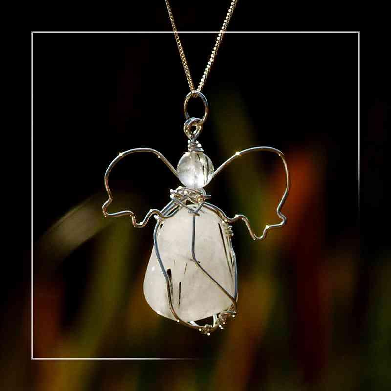 Turmalinquarz als Edelsteinengel in Silber