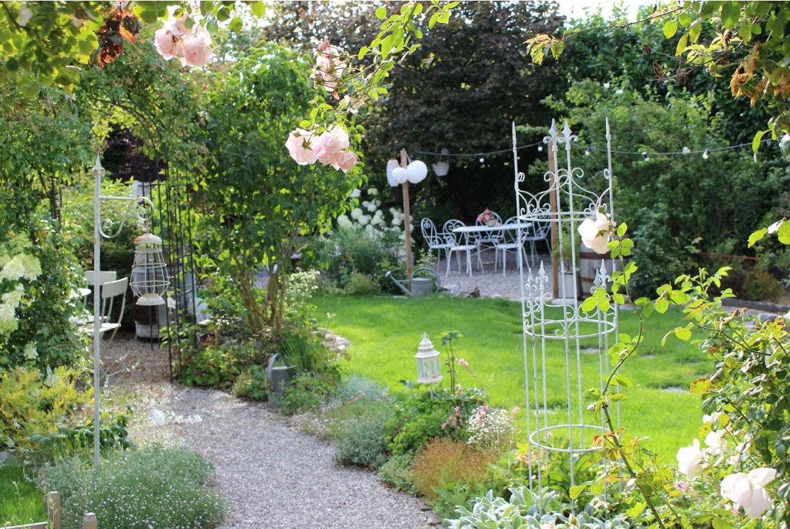 Romantischer Sommergarten