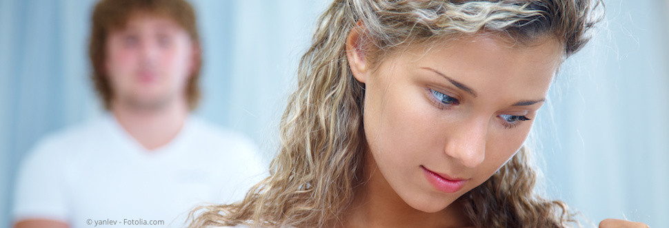 Mundgeruch kann peinlich sein und unsicher machen. Hier erfahren Sie, was wirklich dagegen hilft! (© yanlev - Fotolia.com)