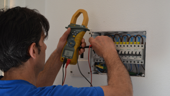 Electricista multiservicios for Trabajo de electricista en malaga