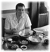 Picture of a man at a Korean restaurant. Bild aus einem koreanischen Restaurant.