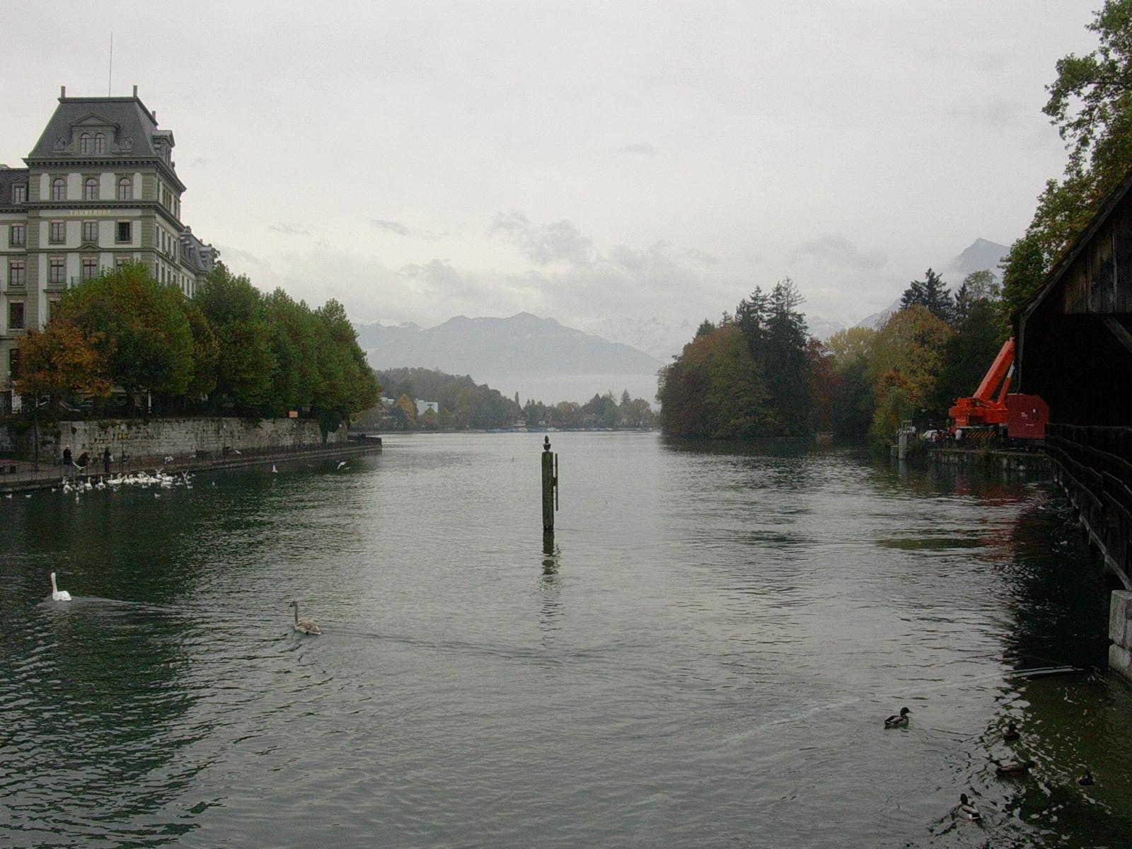 Thun - Göttlisteig mit Blick auf Schilthorn, Blümlisalp und Niesen im Oktober 2004
