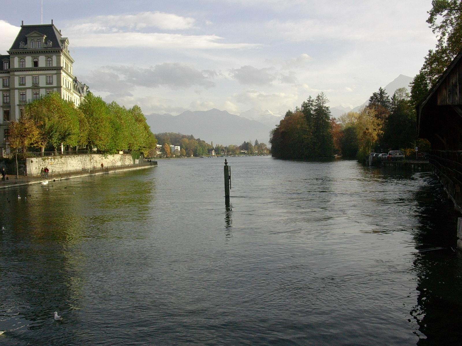 Thun - Göttlisteig mit Blick auf Schilthorn, Blümlisalp und Niesen im November 2004