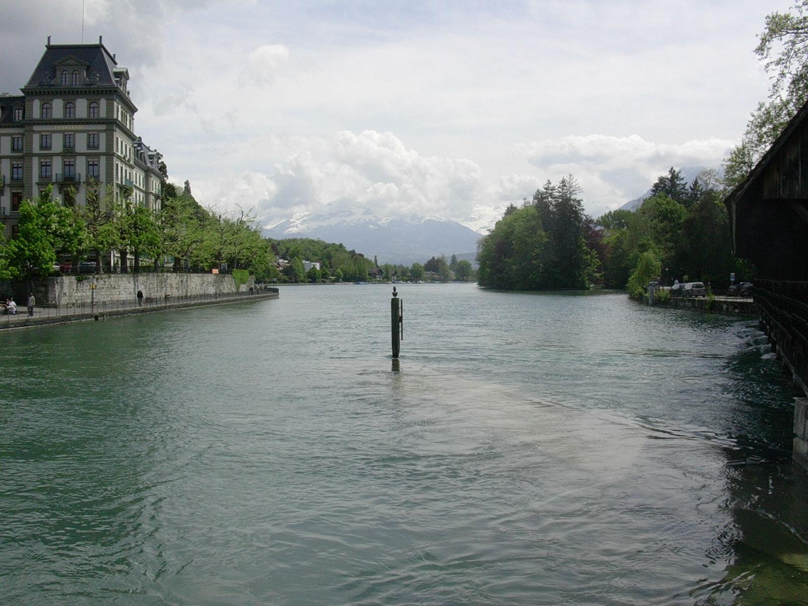Thun - Göttlisteig mit Blick auf Schilthorn, Blümlisalp und Niesen im Mai 2005