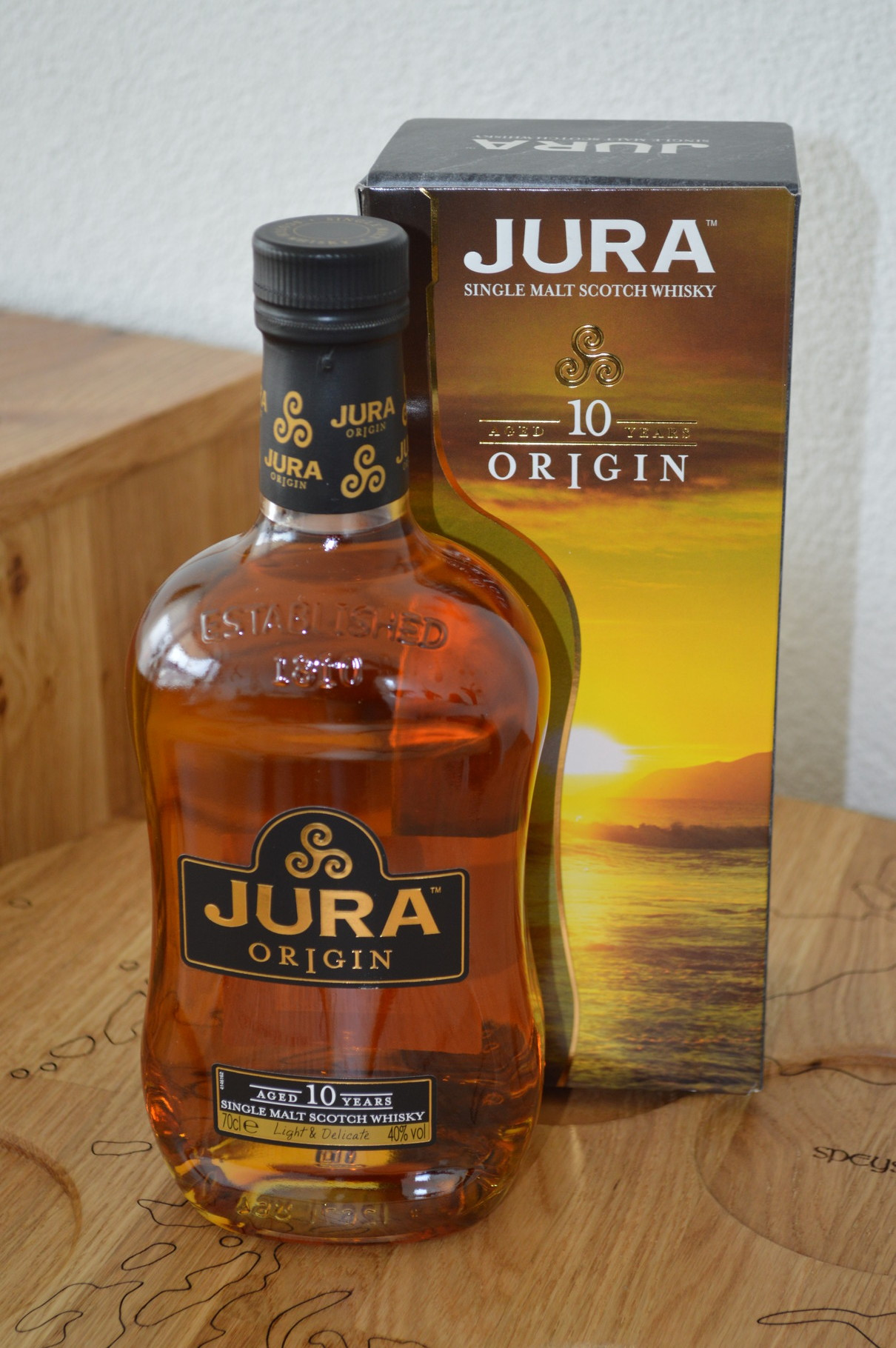 ISLANDS - Jura - Aged: 10 years - Bottler: Original - 70cl - 40% - Origin