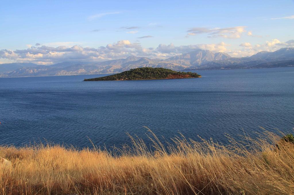 Blick über den Golf von Korinth auf das Helmos Gebirge