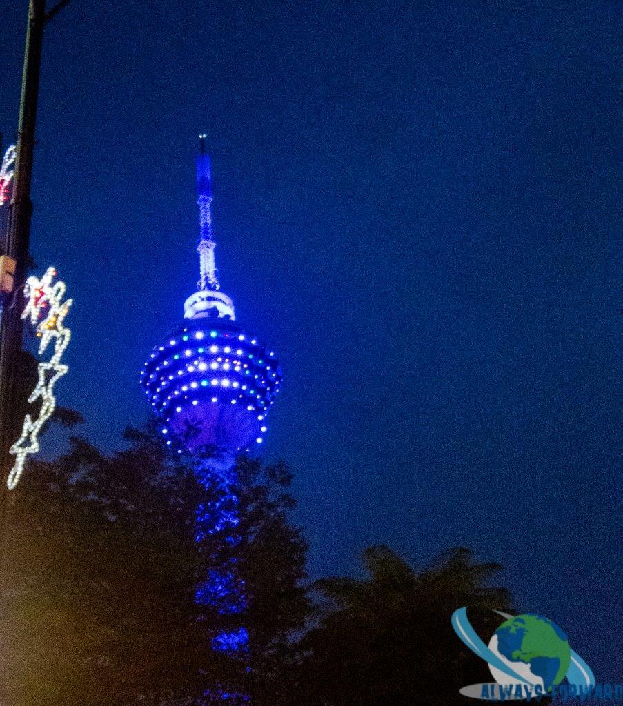 der KL-Tower bei Nacht