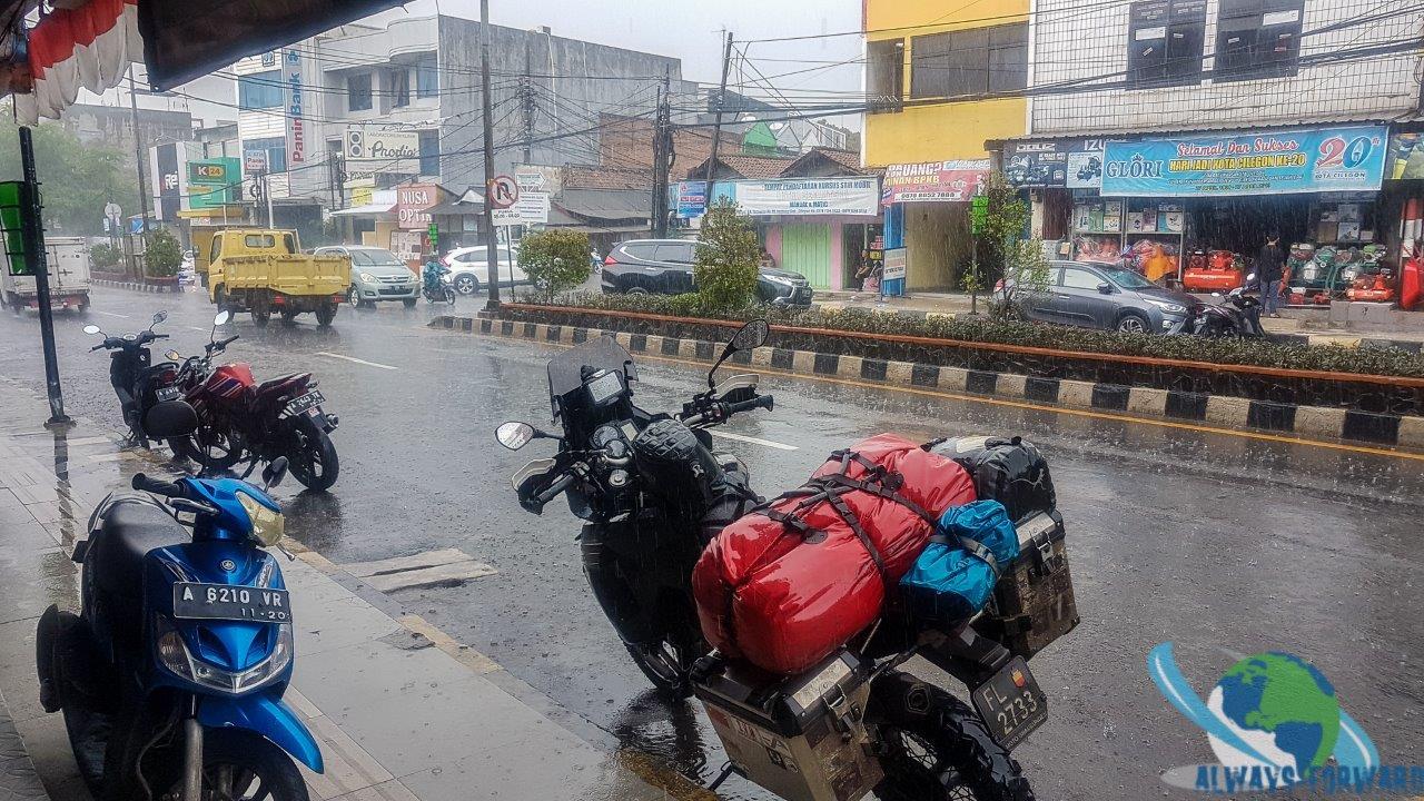 es regnet wieder mal