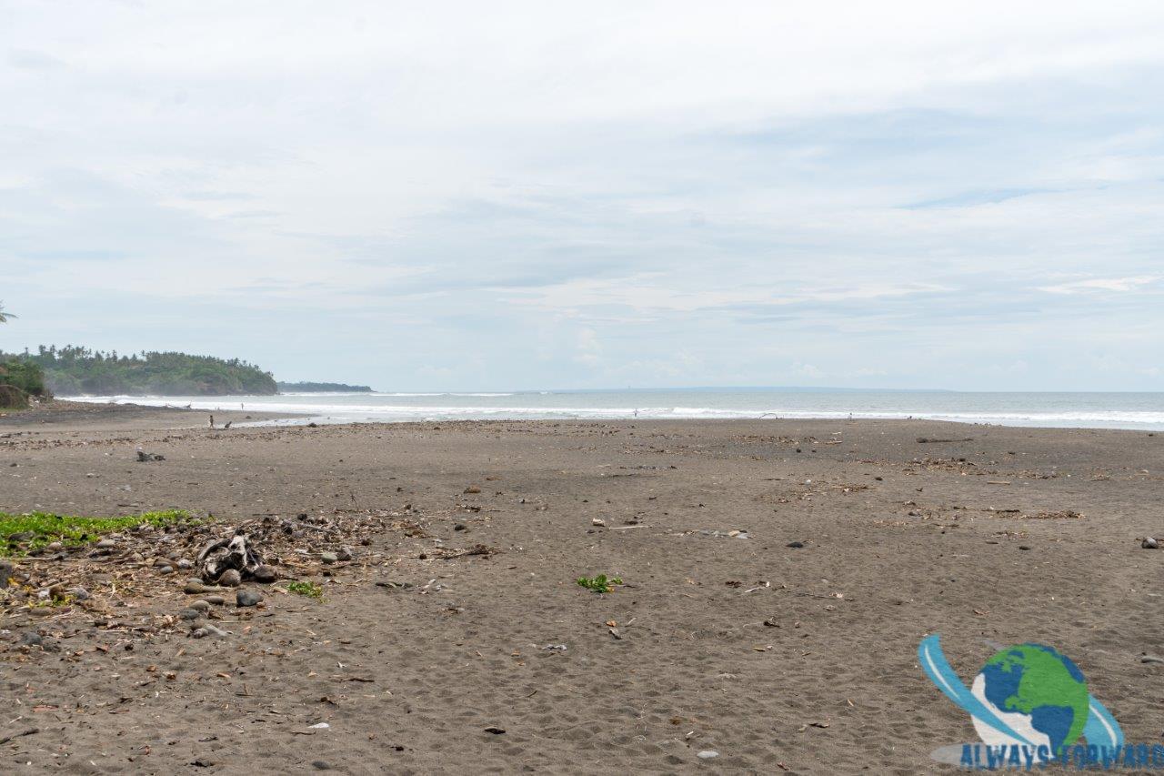 schöner und leerer Strand