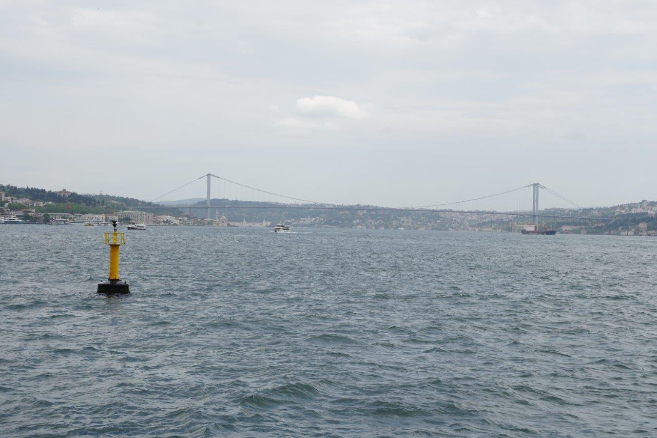 Bosporus-Brücke, verbindet Europa mit Asien