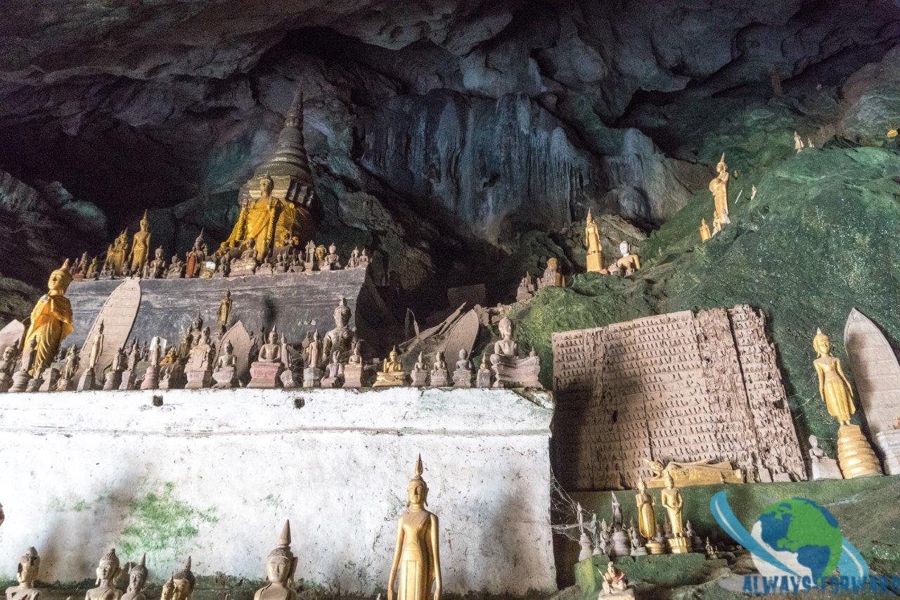 Statuen in der Höhle