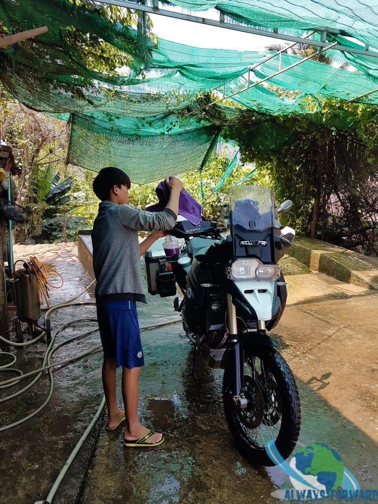 auch das Motorrad bekommt wieder mal eine Wäsche