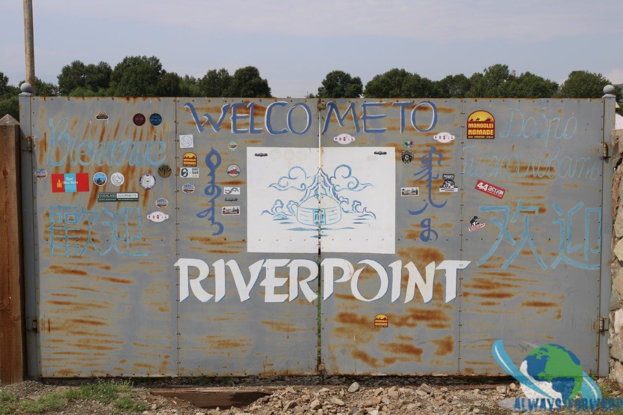 das Eingangstor zur River Point Lodge