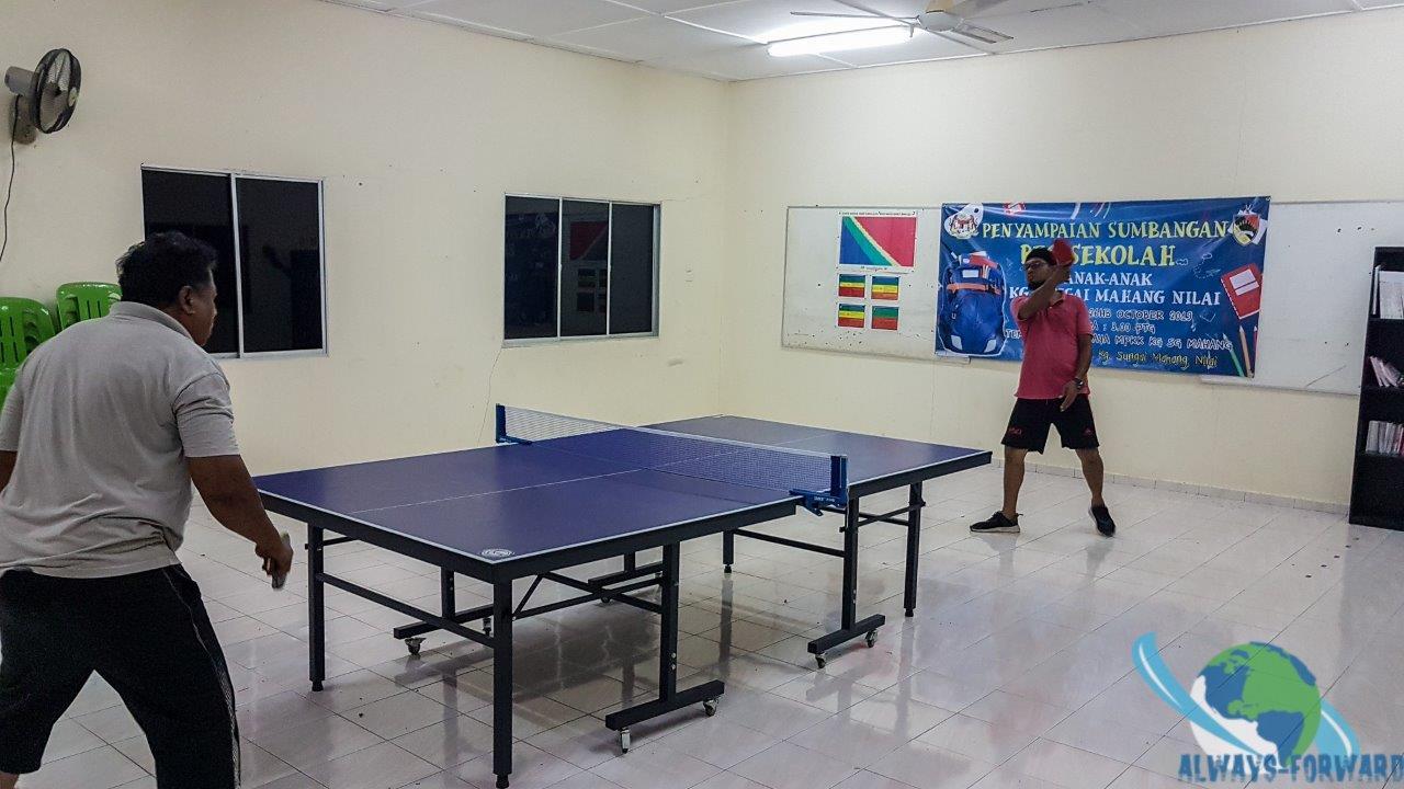gemeinsames Tischtennis spielen