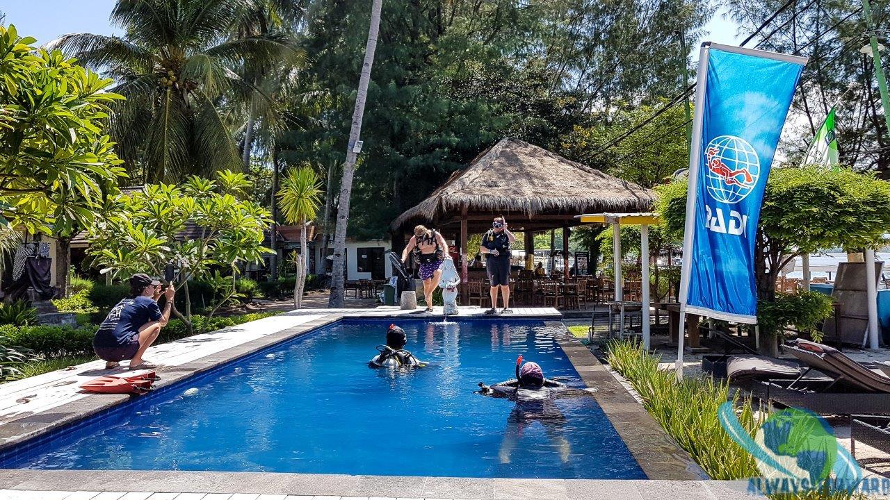Übungen im Pool