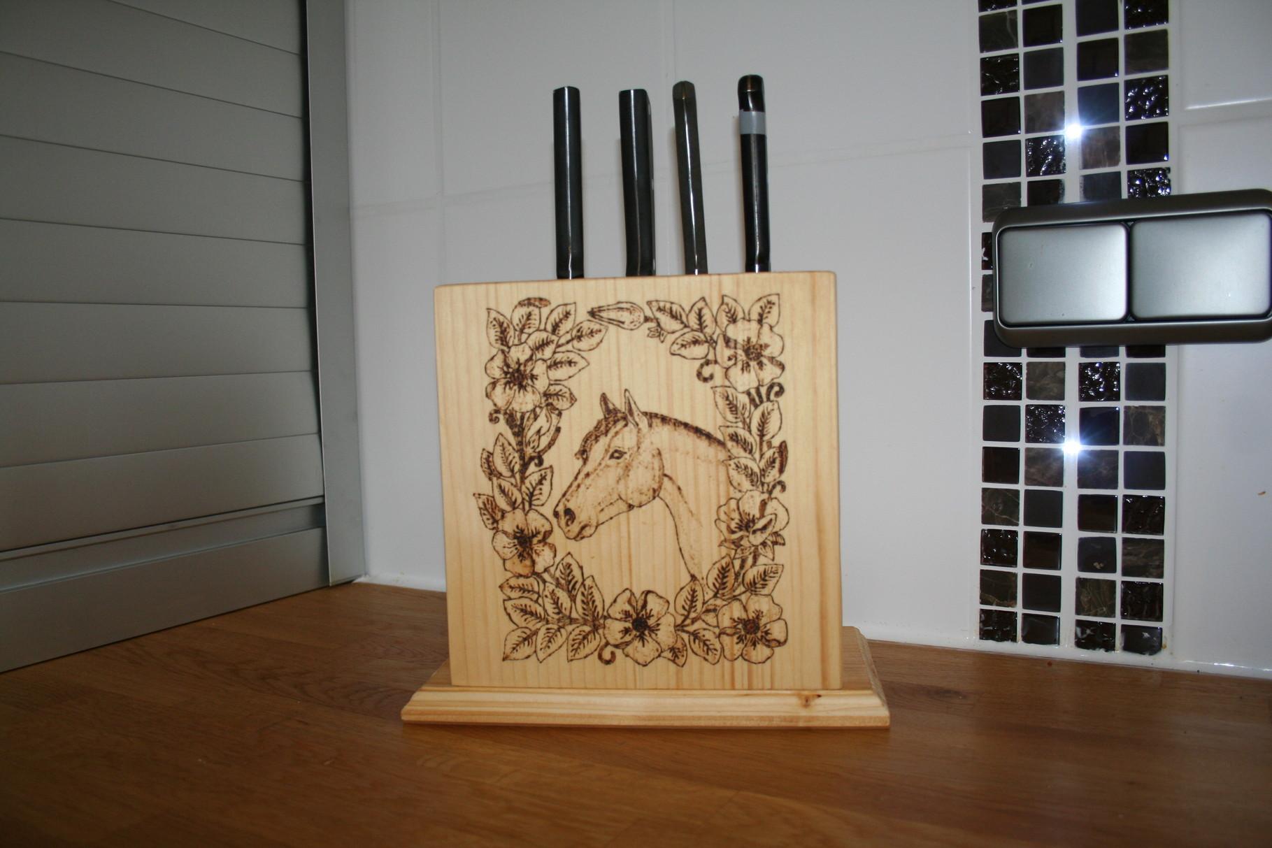 Messerblock mit Brandmalerei 1