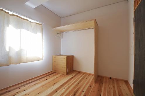 コンパクトな空間に、オープンクローゼット