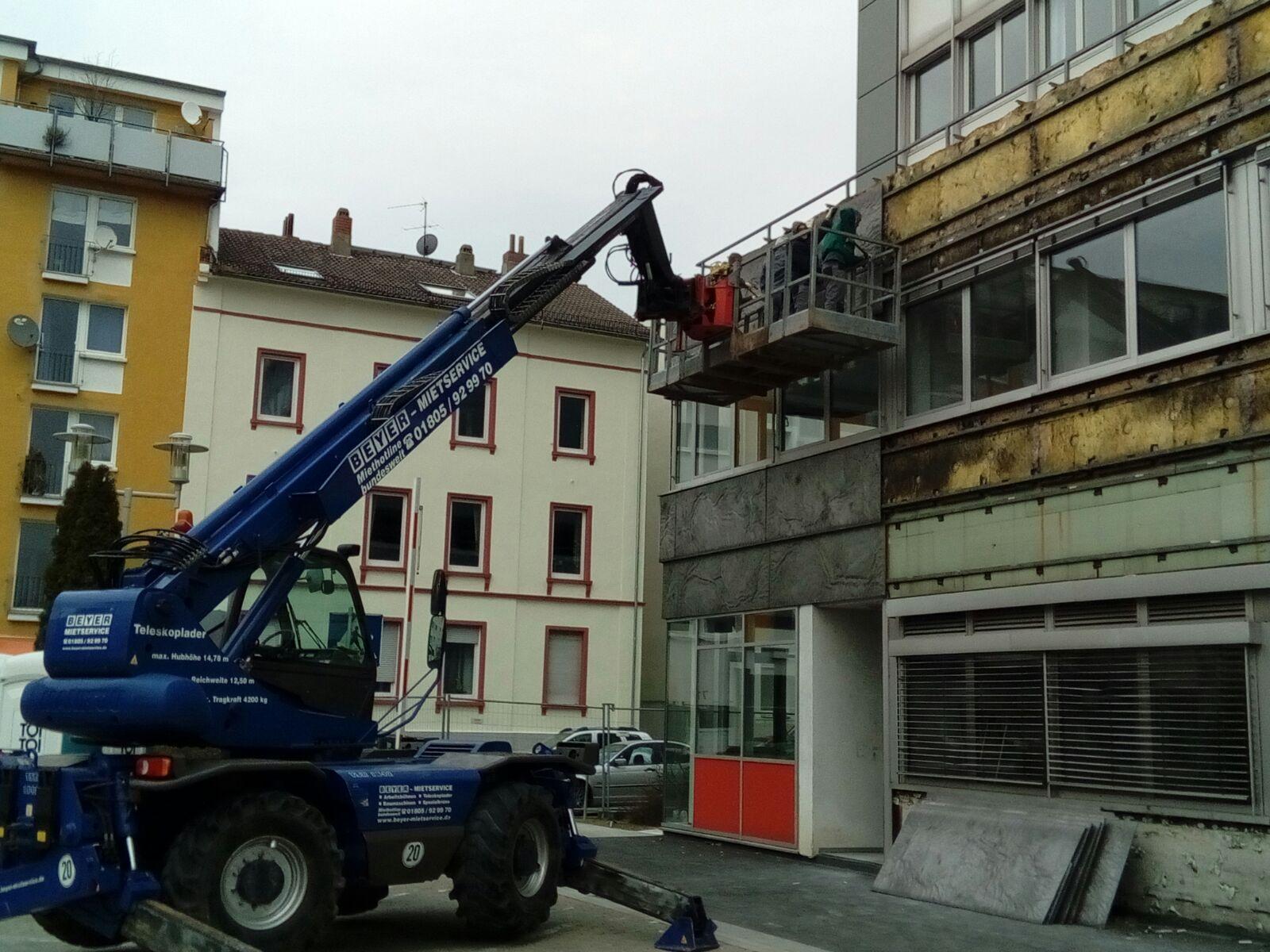 Demontage von Alu-Druckgussplatten, Agentur für Arbeit Offenbach