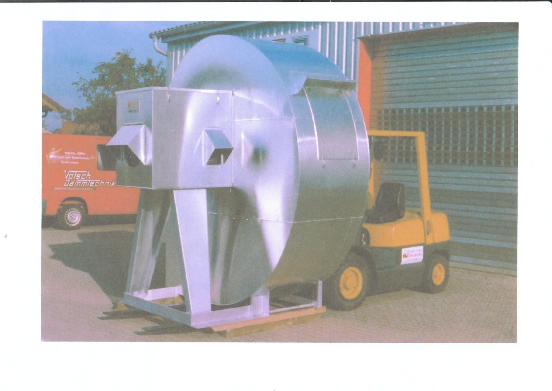 Ventilatorisolierung mit Schalldämhaube für den Motor