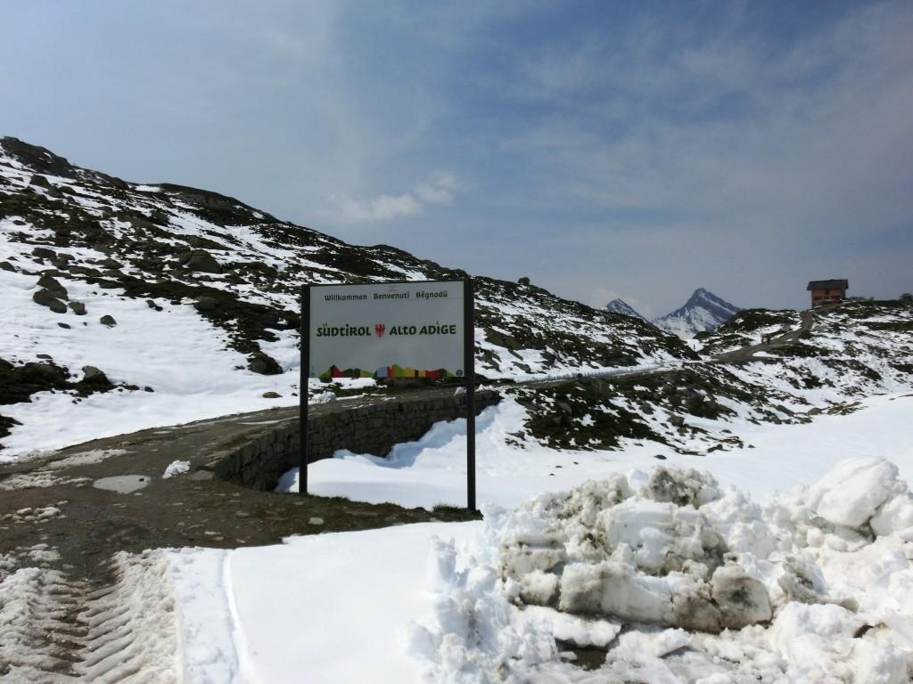 Auf dem Pfitscher Joch, die Grenze Österreich/Italien.