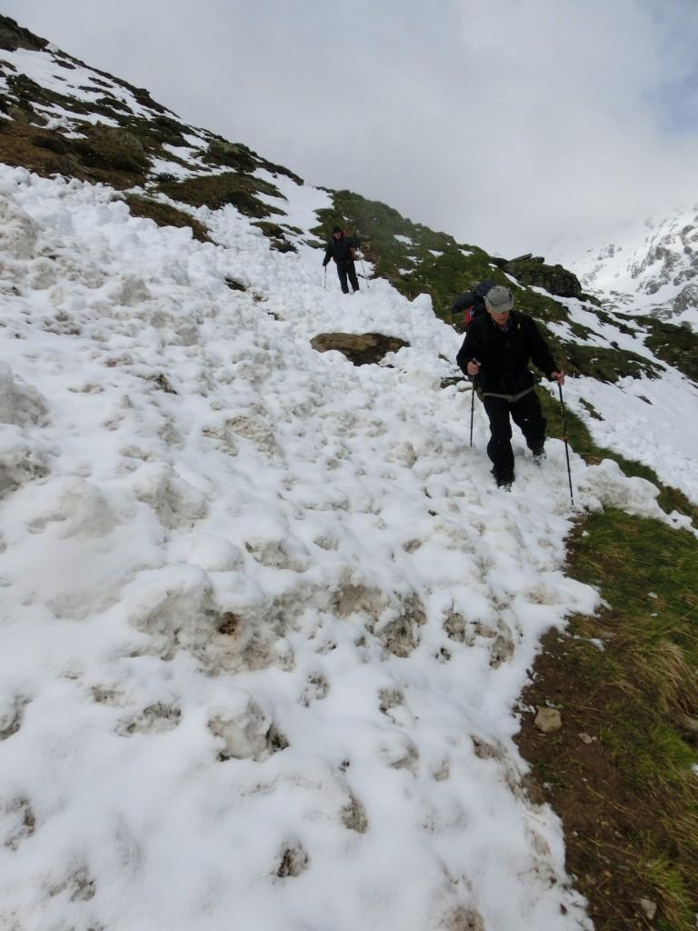Abgegangene Schneelawinen sind zu überqueren.