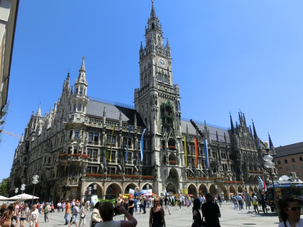 Der Marienplatz mit Rathaus