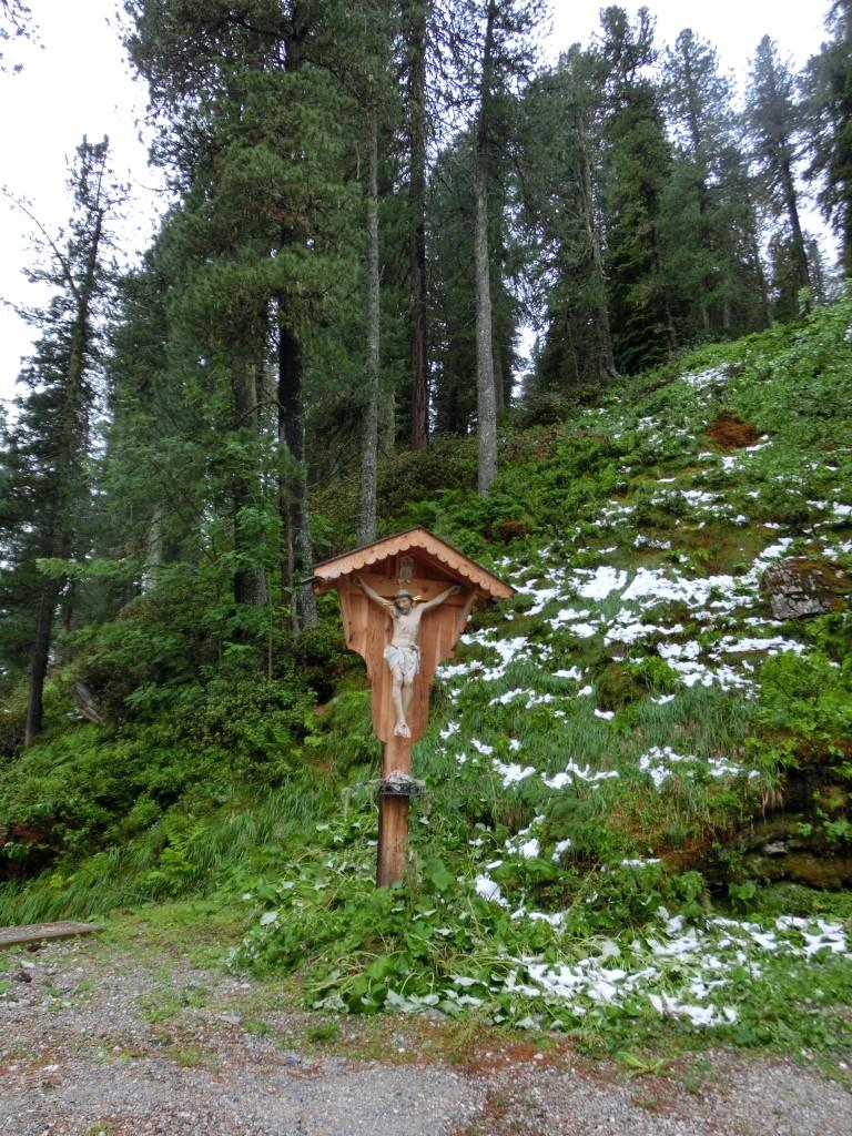 Zu Fuß unterwegs von Walchen/Lager hinauf zur Lizumer Hütte.