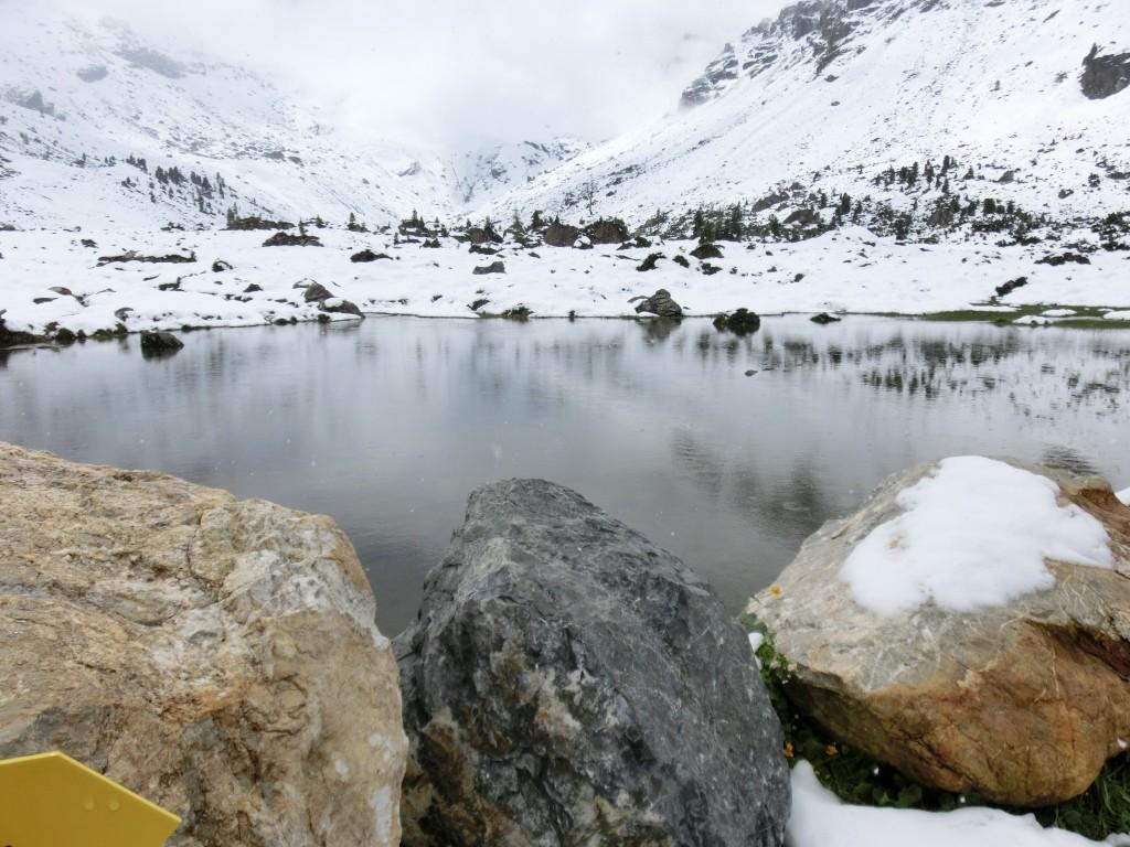 Der See hinter der Hütte.